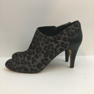 """Vince Camuto """"Vala"""" Ankle Boot 7.5M"""